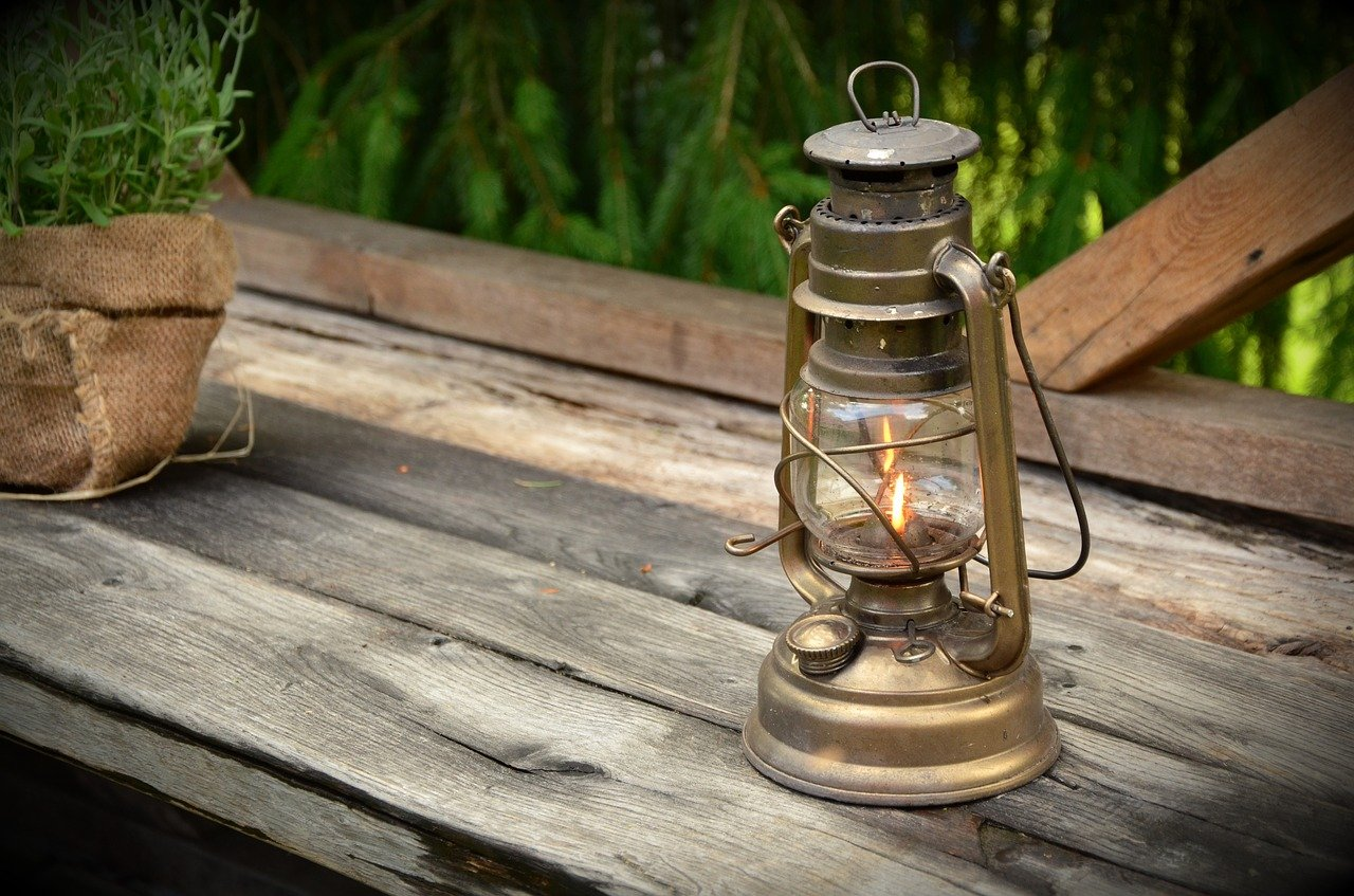 Factors to Consider Before Purchasing Kerosene Lamp